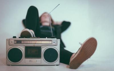 Rémunérations des droits d'auteur : Combien rapportent les passages TV et radio ?