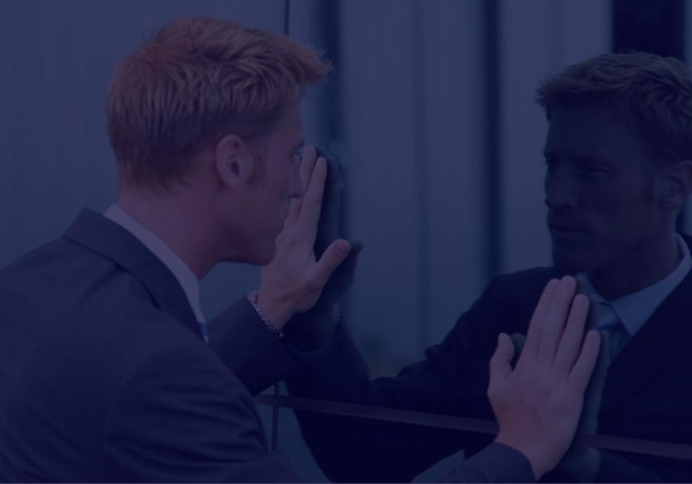 O homem no espelho - Sua vida e carreira dependem dele!
