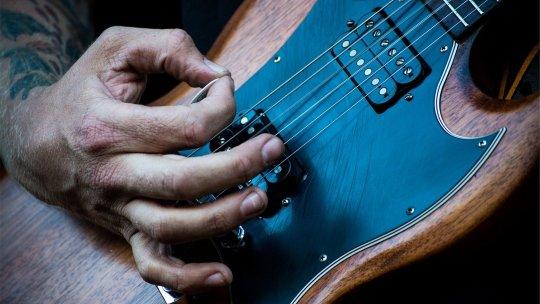 Consigli per iniziare a suonare la chitarra elettrica