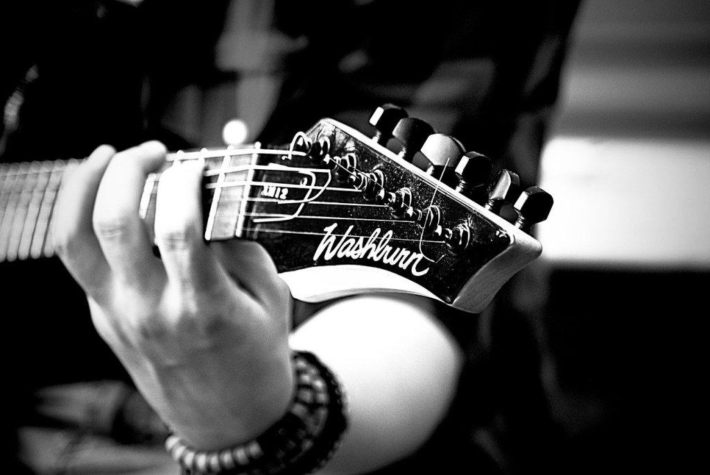Chitarra e mano sinistra