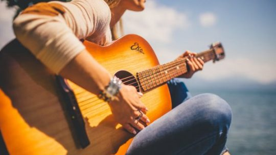 6 Canzoni facili da suonare con la chitarra