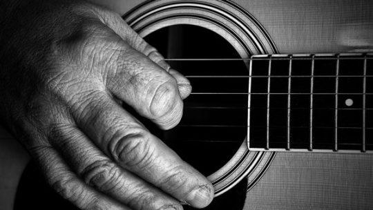 Corsi di musica e chitarra per anziani
