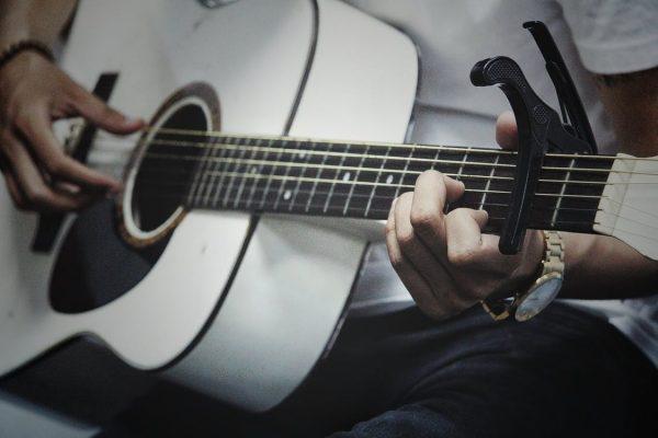 Foto: chitarra acustica arpeggiata