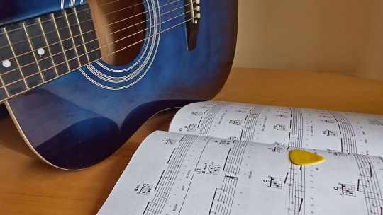 Lezioni di chitarra a distanza in videochiamata