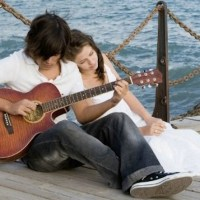 Jouer de la guitare pour draguer (sérieux ?...)