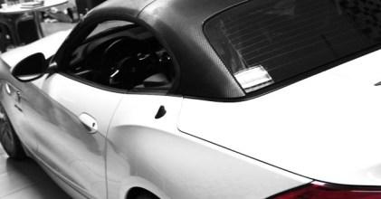 –黑頂面貌– BMW E89 Z4 35i 頂蓬貼膜 施工側拍