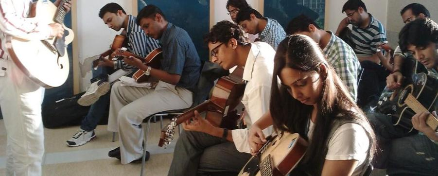 best guitar classes in delhi ncr, learn guitar lessons