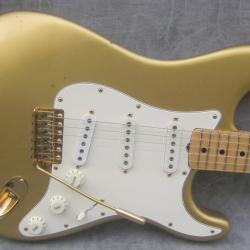 201102211103091982_Fender_Stratocaster_Gold_CA_10667_front