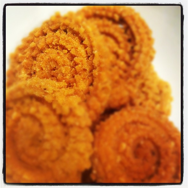 Gujarati Chakri (Wheat Flour Chakli Recipe)