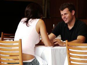 Un couple au restaurant