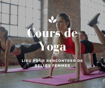 Rencontre de belles femmes dans un cours de yoga