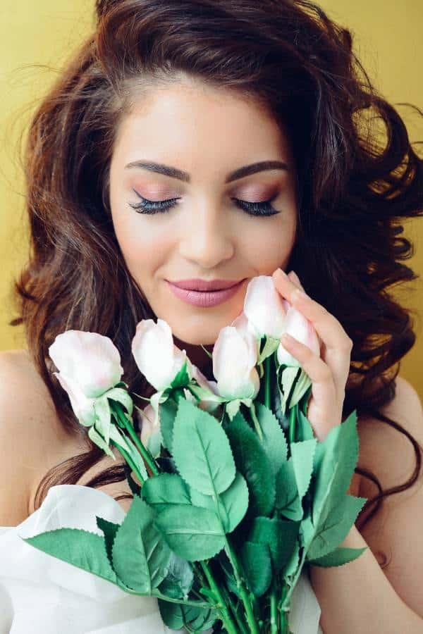 Maquillage pour les yeux d'une mariée