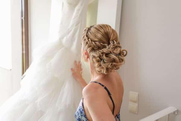 La coiffure de la mariée finie pour le jour J