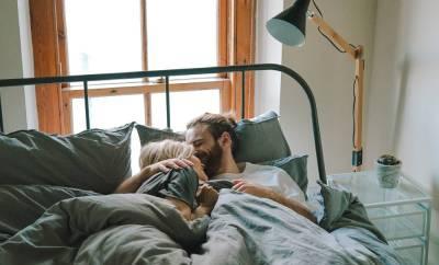 Couple dans le même lit