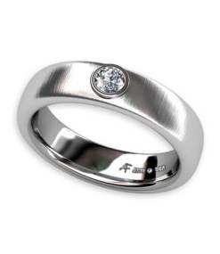 borstad ring med diamant
