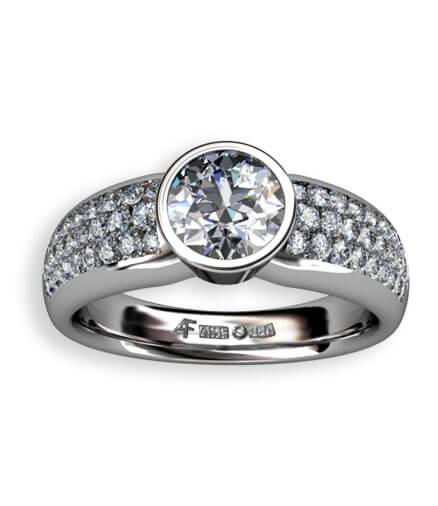 enstensring med paveinfattade diamanter