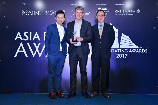 Erwin Bamps, CEO Gulf Craft receiving the Best Asian Built Yacht Award a....jpg