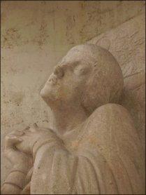 Juana de Arco es heroína y santa nacional.