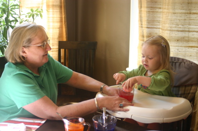 Dyeing eggs with Nana