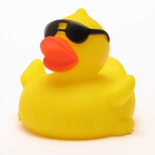 Quietscheente Mit Sonnenbrille Im Badeenten Shop Einkaufen