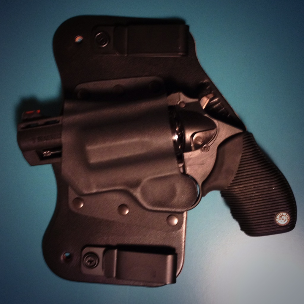 Taurus Polymer Public Defender 45 LC/ 410 - Gun Carry Reviews