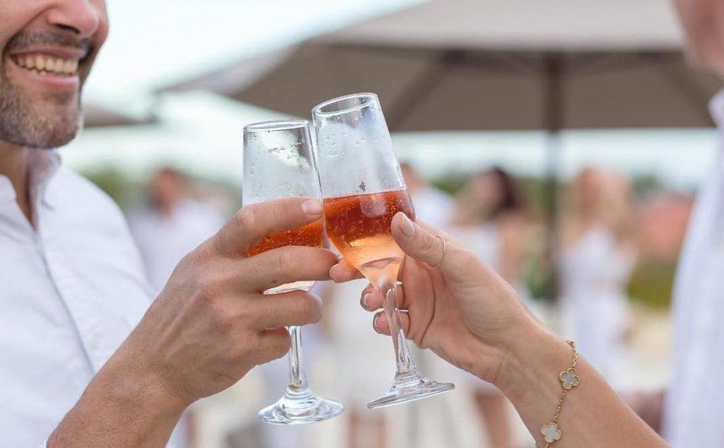 Brinde de champagne no Gungaporanga Hotel - Alagoas