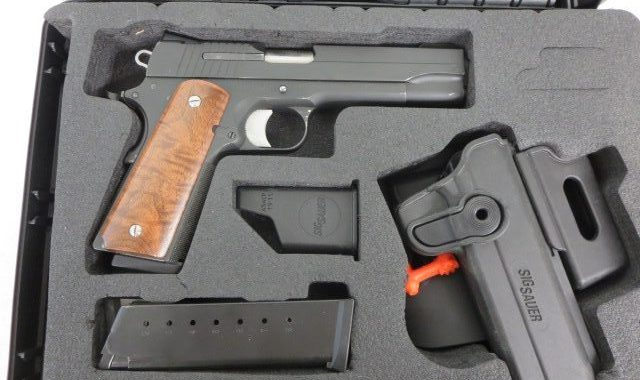 Used Sig Sauer 1911  45 acp w/ 2 extra magazines, holster