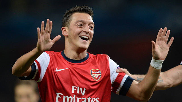 Arsène Wenger: Mesut Özil 'amazing' in Arsenal Champions League triumph over Napoli - video