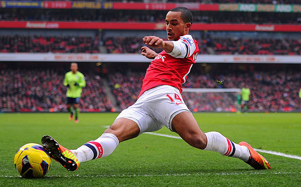 Walcott keen to play with Alexis