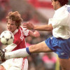 Spanish forward Francisco Higuera (R) kicks the ball by British forward Stefan Schwarz 10 May in Paris, during the European Cup Winner's Cup final between Arsenal and Real Zaragoza. AFP PHOTO