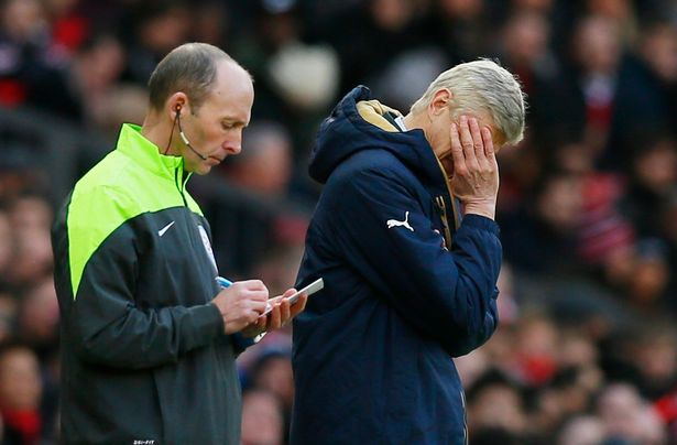 Can't blame Mike Dean this time... Wenger, it's YOUR team.