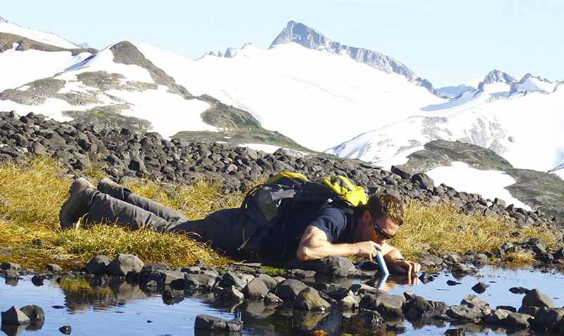 lifestraw used while hiking