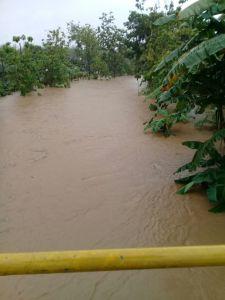 Sungai Dekat Gedung Kesenian Wonosari meluap