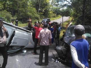 Toyota Rush Milik Disperindag Gunungkidul Terlibat Kecelakaan di Tikungan Tajam JJLS Purwosari