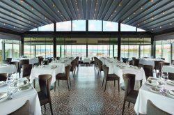 Wyndham Grand Istanbul Kalamış Marina'da Ouzo Roof Restaurant