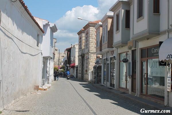 bozcaada-cinarli-carsi-caddesi
