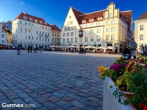 tallinn-old-town-meydani-gezi-onerileri-ortacag-estonya-seyahat-notlari-blog