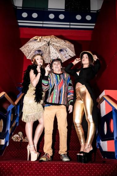 #FUNpalastwirdARTig #FUNpalastgoesART Singin' In the Rain with Johann Rumpf & the Funpalast Girls (c) www.stafanjoham.com