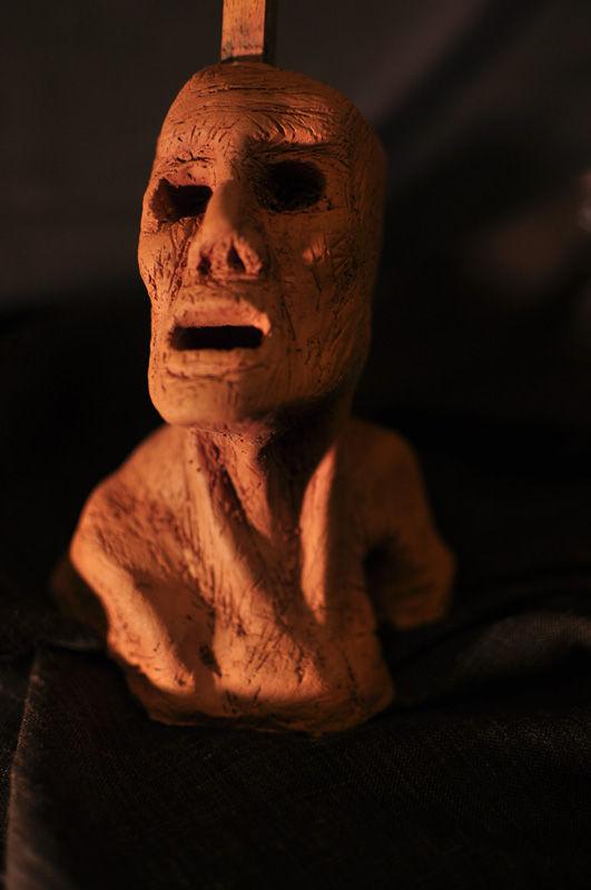 Escultura: Causalidad y Jaula (cabeza de arcilla 02) foto por: Miguel A. Mayo | por Gustavo A. Díaz G.