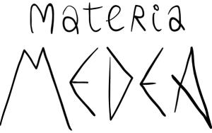 Título Materia Medea escrito a mano de forma irregular asemejando un estilo griego antiguo