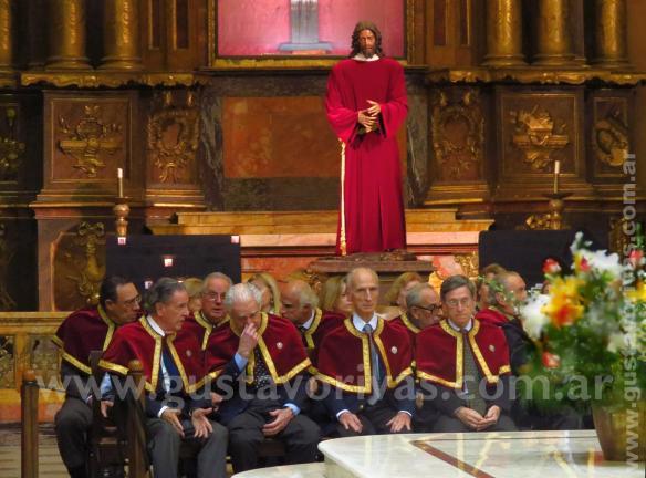 Cofrades del Santisimo Sacramento - Cristo los esta mirando