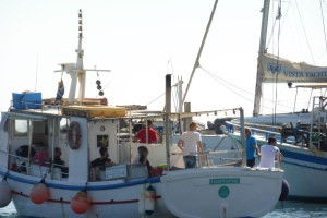 med cc Santorini Grecia pesca