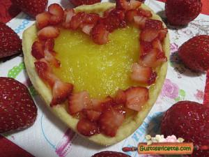crostatine fragole e lemon curd, buone e sfiziose, cotte in uno stampo a forma di cuore