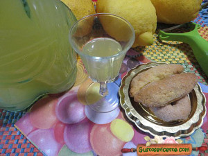 limoncello fatto in casa, per un liquore buonissimo
