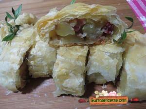strudel salato pasta sfoglia e patate, con aggiunta di pancetta