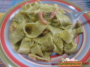 Pappardelle alla carbonara di pistacchio