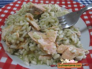 risotto salmone e pesto di fave, gustoso e appetitoso