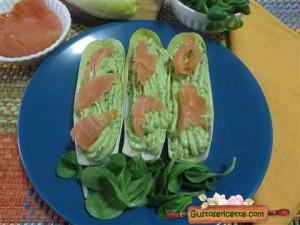 Barchette indivia belga avocado salmone