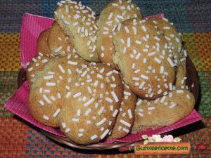 Biscotti nocciole granella zucchero
