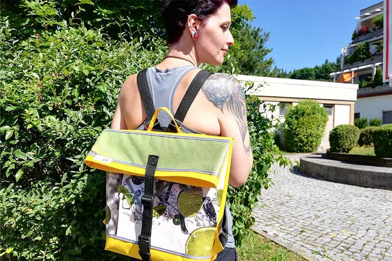 Rucksack gelb grün